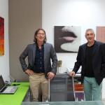 Buni prieteni: galeristul şi artistul, Tiberiu şi Ovdiu (în dreapta)