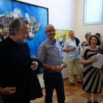 Brigitta Amalia Gonser face vernisajul expoziţiei retrospective a lui Kornelius Wilkens.