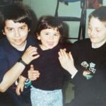 anul 2000: Ana-Maria cu colindatorii veterani, Simon şi Christian